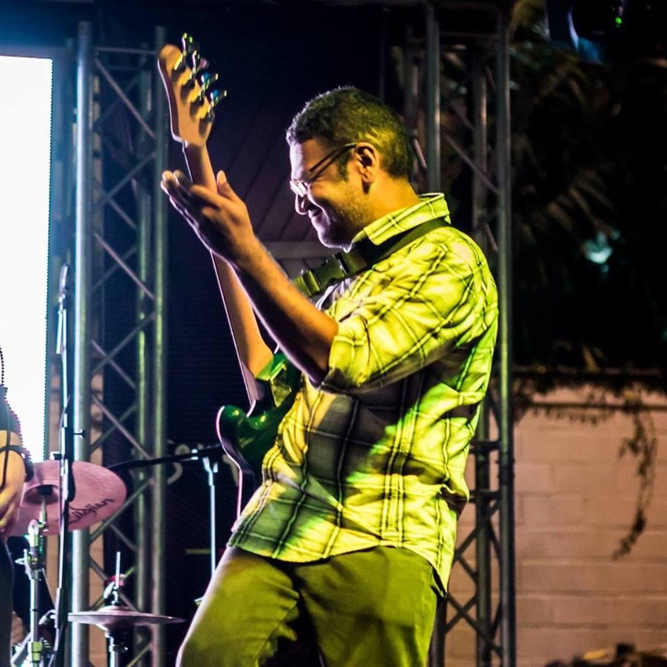 bajista, guitarrista y cuatrista venezolano de trayectoria
