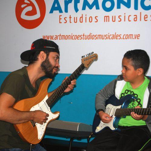 Contamos con un staff de maestros y músicos profesionales