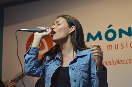 La cantautora Andrea Vergel