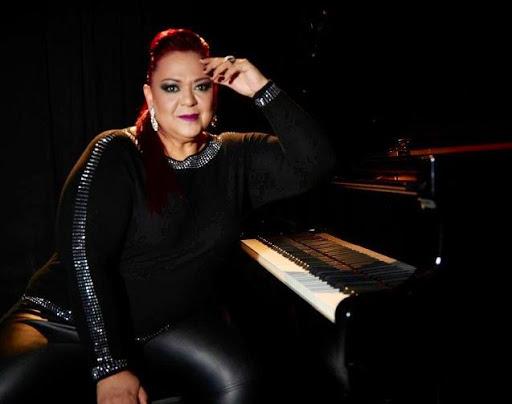 Cantante, pianista y compositora