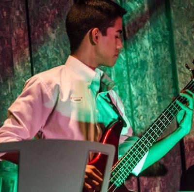 Los estudiantes enriquecenn su oído y se conectan con la apreciación musical