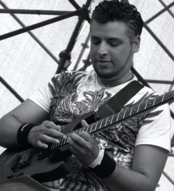 Talentoso guitarrista clásico