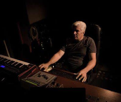 Rubén Hernández, apasionado coleccionista de instrumentos musicales y equipos antiguos