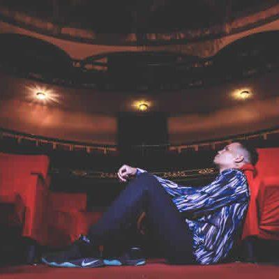 Compone y produce de igual manera para otros artistas en Latinoamérica